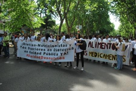 Comenzamos la marcha junto a Marea Blanca. vía Óscar Picazo