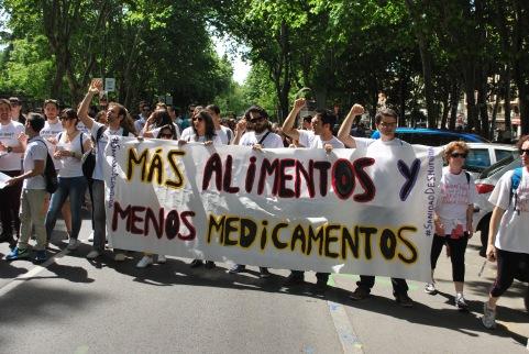 """¡MÁS ALIMENTO, MENOS MEDICAMENTO!"" vía Óscar Picazo"